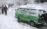 برف سنگین مسیرهای ارتباطی پاکستان را قطع کرد