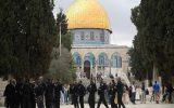 دهها هزار فلسطینی آخرین نماز جمعه ماه رمضان را در مسجدالاقصی به جا آوردند