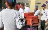 توزیع پیتزای رایگان سهم شهروند فرانسوی در مهار کرونا