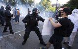 معترضان تایلندی فرماندهی نظامی پادشاه را به چالش کشیدند