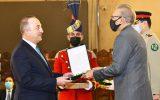 اهدای نشان افتخار از سوی پاکستان به وزیر خارجه ترکیه